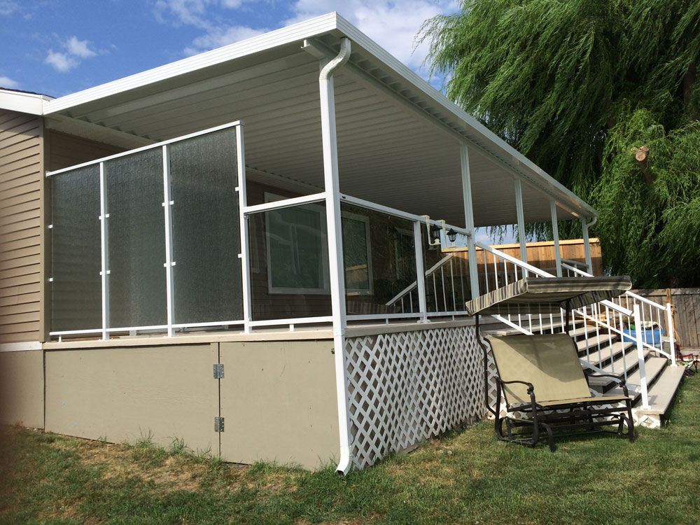 Kelowna patio covers and deck covers tropicana sunrooms for Balcony covers for privacy